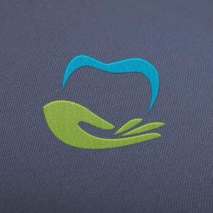 Zahn Logo auf Stoff gestickt