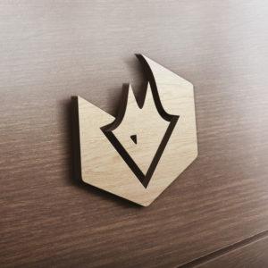 Fuchs Logo auf Holzwand